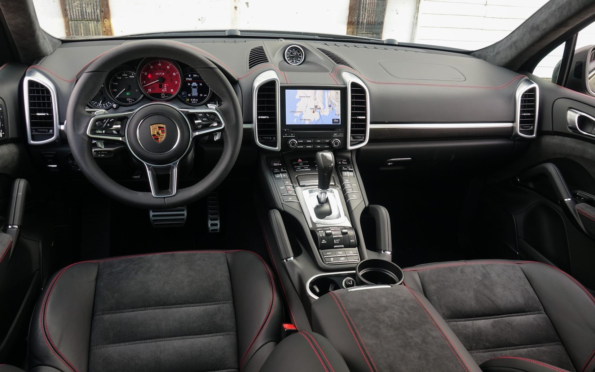 porsche cayenne interieur with  on F 13399 Auc3800946167488 besides 2019 Porsche Cayenne  parison further  together with Verkauf de mus 844855 additionally Ferrari F430.