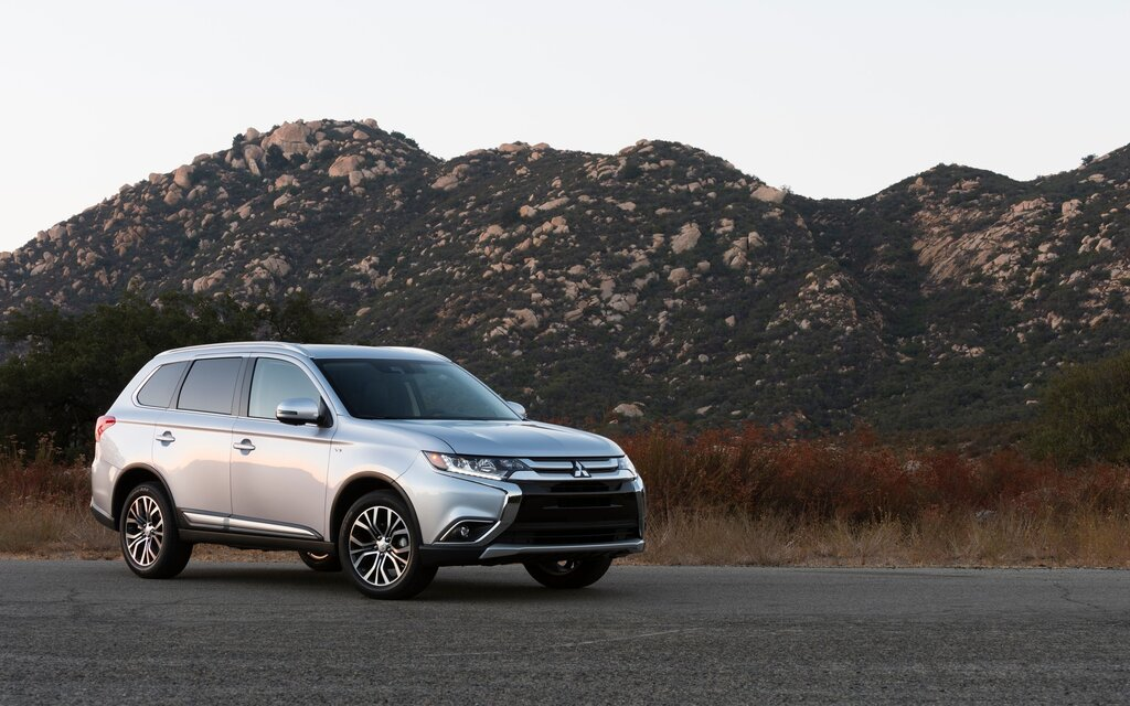2018 Mitsubishi Outlander ES AWC Specifications - The Car Guide