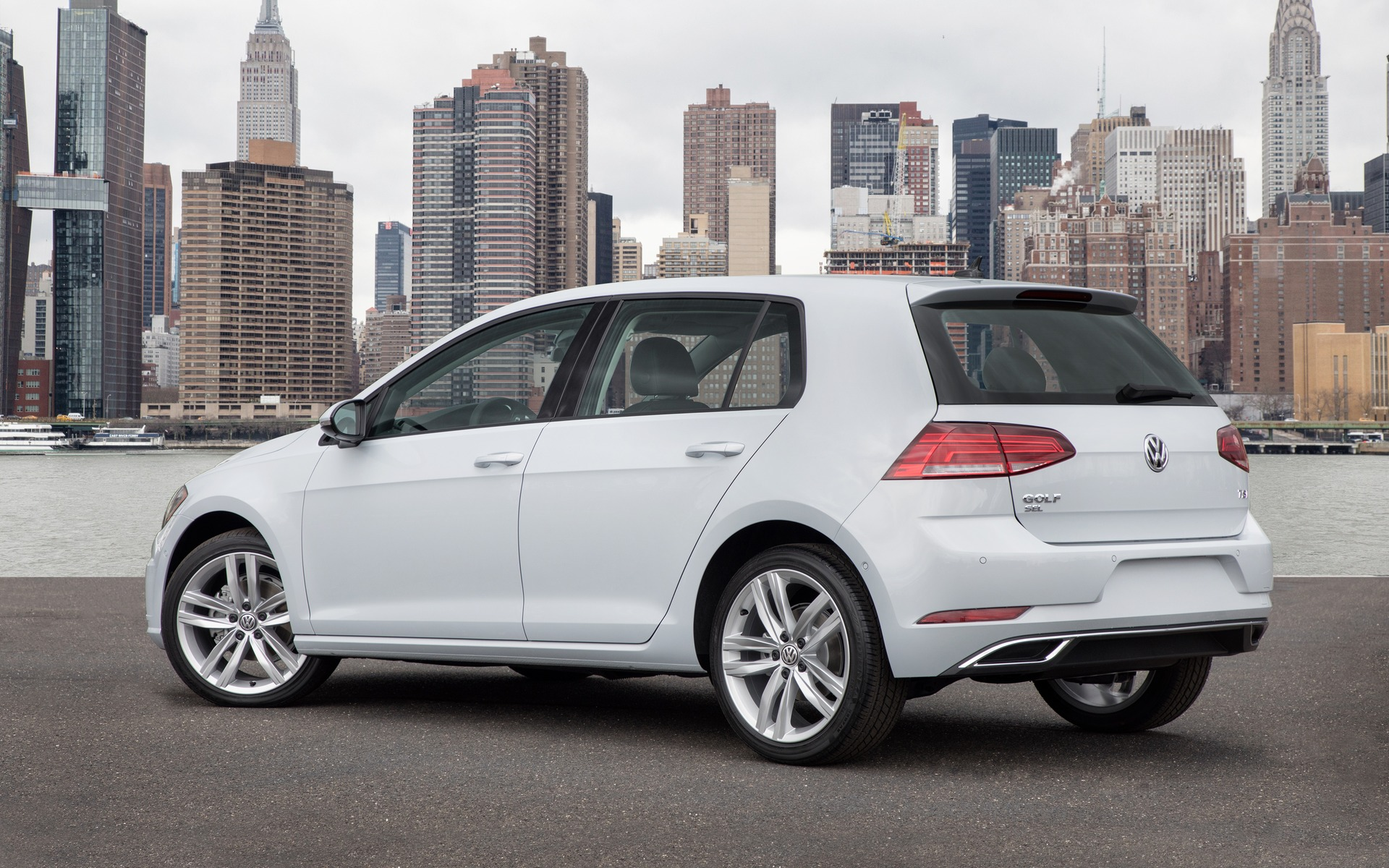 2018 volkswagen golf trendline 3 door specifications the. Black Bedroom Furniture Sets. Home Design Ideas
