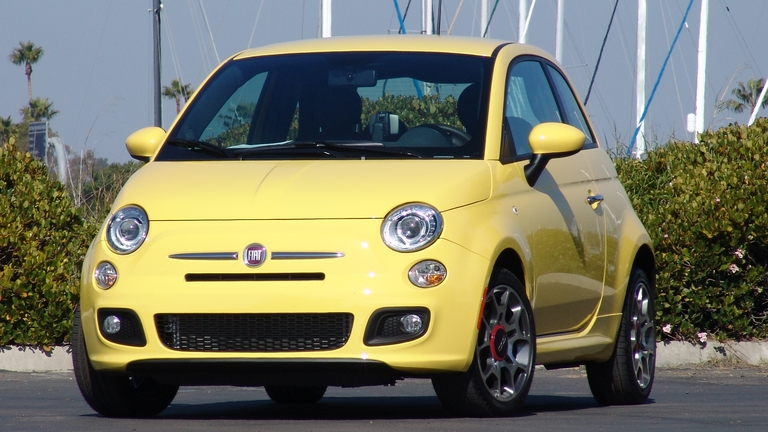 fiat 500 2011 les concessionnaires en prennent possession guide auto. Black Bedroom Furniture Sets. Home Design Ideas