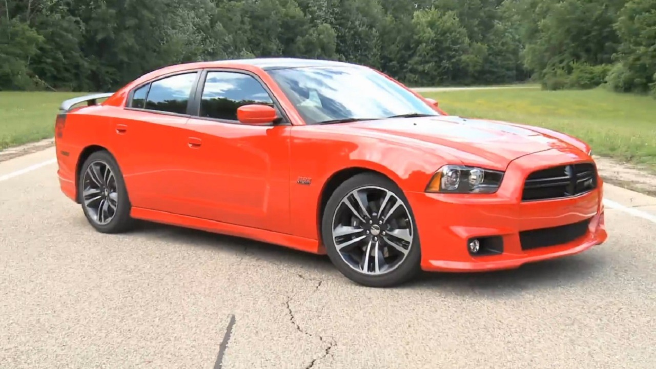 2014 dodge charger srt8 super bee the car guide. Black Bedroom Furniture Sets. Home Design Ideas
